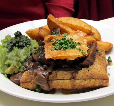 mushroom and ale pie, mushy, peas, vegetarian, London, eat out, Soho, Mildred's, visit, delicious, review