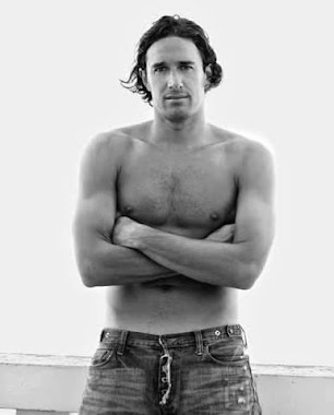 LUCA TONI SHIRTLESS HUNK ATHLETE