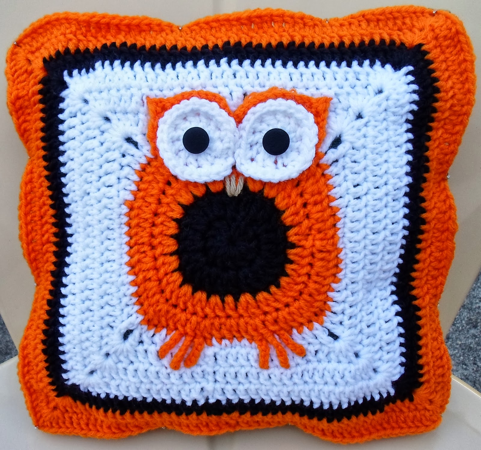 Free Crochet Owl Cushion Pattern : Happier Than A Pig In Mud: Crochet Owl Pillow Cover Pattern