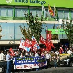 Imaxe da concentración desenvolta o 21 de setembro 2010, na oficina principal de A Coruña, contra a deslocalización no Banco Gallego