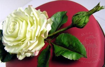 Geburtstagstorte mit Zuckerrose gumpaste rose blütenpaste fondant windbeutel
