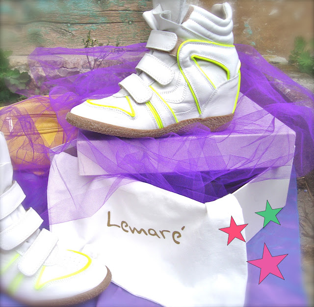 lemar sneakers donna, amanda marzolini italian fashion blogger, the fashionamy, flluo colors wedge shoes, golden shoes, golden sneakers, fluo denim, 