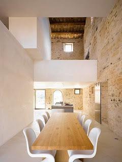 Antigua Casa de Campo Convertida en Moderna Vivienda, Construcciones Recuperadas