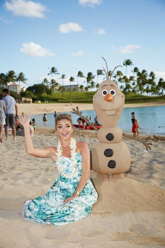 Sarah Hyland showed off her beauty and nearly perfect anatomy while touching down to a Disney Christmas show at Hawaii, USA on Sunday, November 30, 2014.