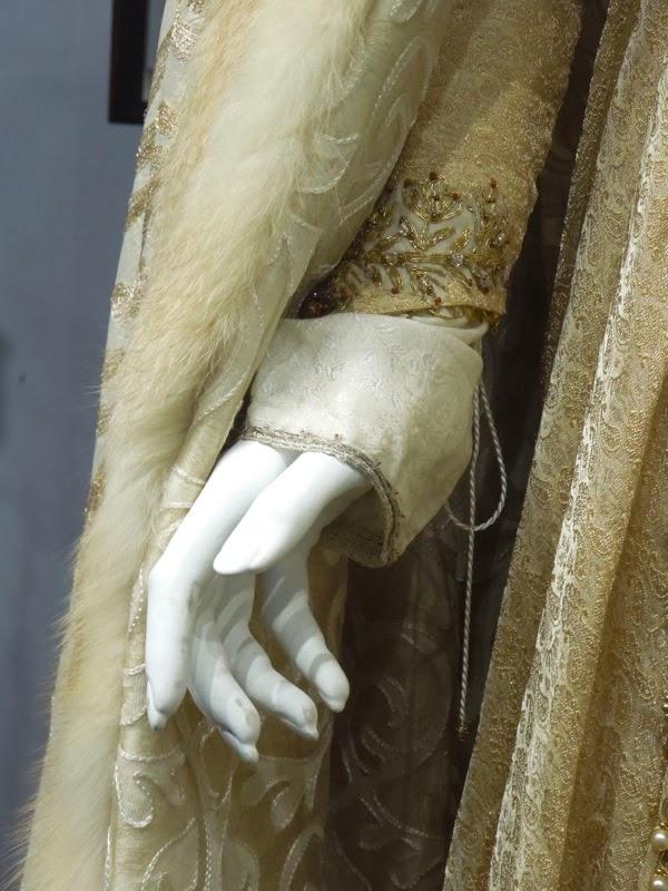Robin Hood Isabella costume sleeve detail