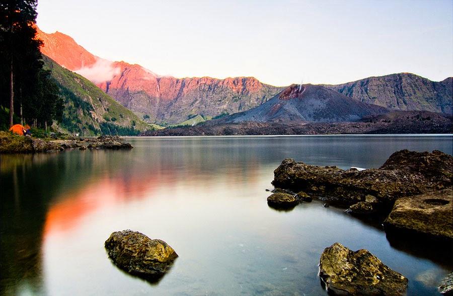 """Keindahan Danau Segara Anak pada sore hari """"Sunrise"""""""