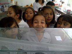 Los niños pequeños quedaron fascinados con la Exposición de maquetas de HIS!