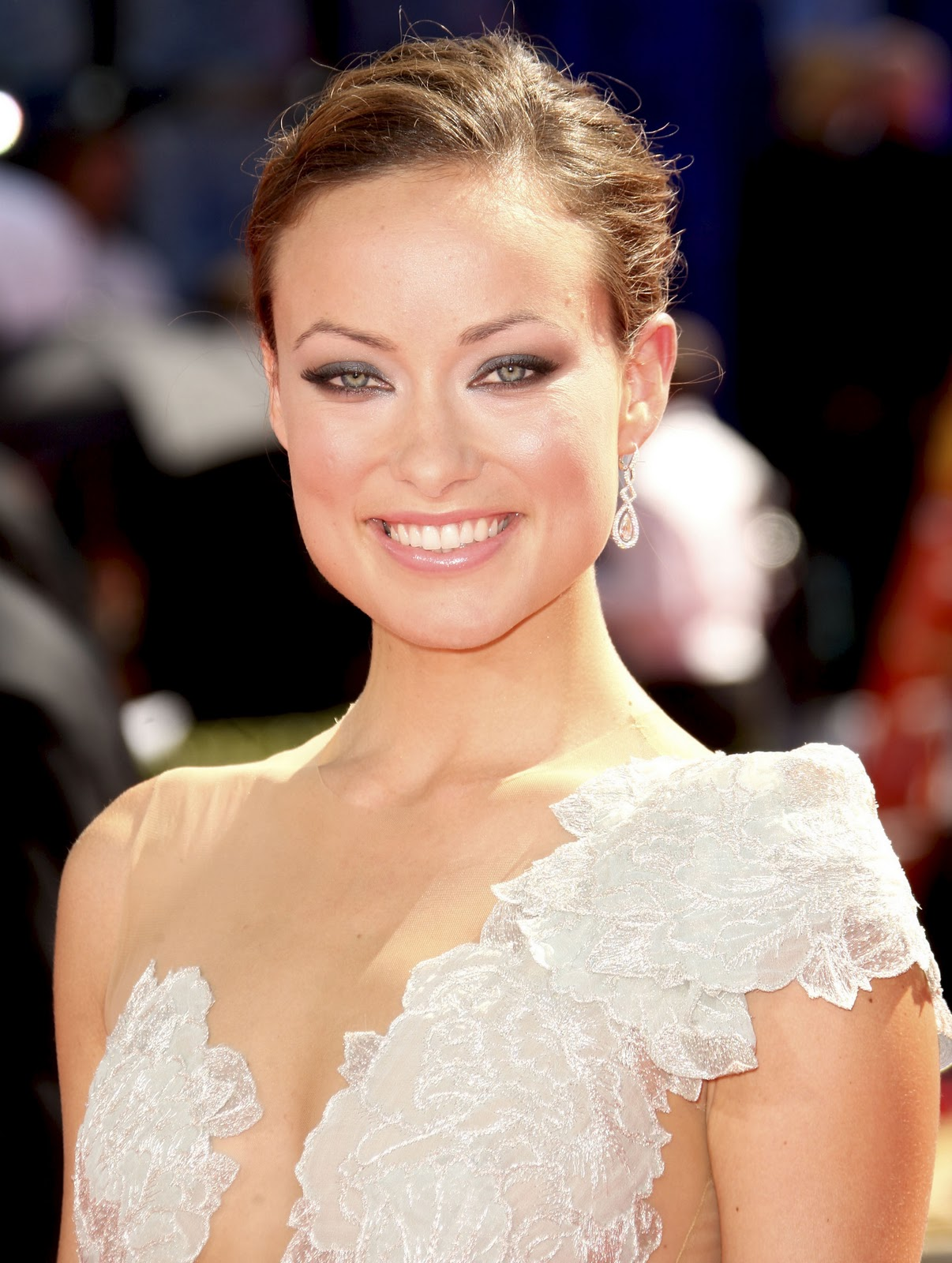 http://1.bp.blogspot.com/-fEKwujsHhTY/TrO8YcpjixI/AAAAAAAABZg/ugyCQdRJXs8/s1600/Olivia-on-the-Red-Carpet-the-2009-Emmy-Awards-olivia-wilde-8247712-1929-2560.jpg