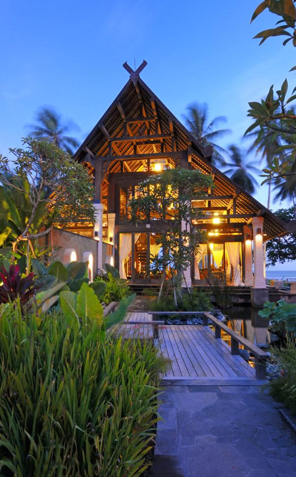Jasri beach villas the lush jungle of east bali amazing for Beach villa design