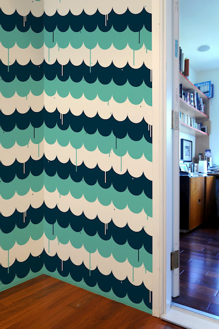 navy, turquoise and white scalloped wall tiles