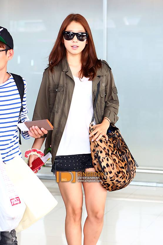 Emotional Stars Park Shin Hye Arrives At Thailand Airport For Her Asian Tour