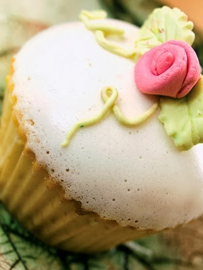 Marshmallow kaplı cupcake