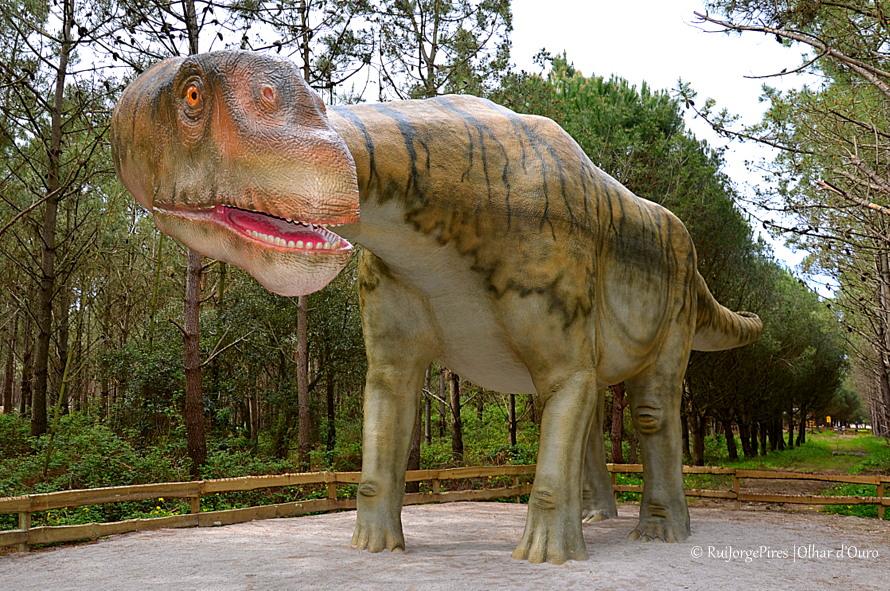 Ao encontro dos Dinossauros no Dino Parque na Lourinhã