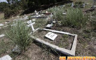 http://vivalahell.wordpress.com/2013/02/14/lo-entierran-y-despues-aparece-vivo-en-su-pueblo/no-estaba-muerto/