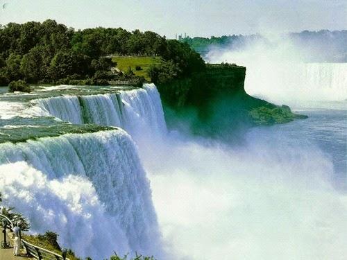 Niagara Falls in US and Canada