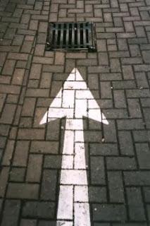 Une flèche pointant vers les égouts.