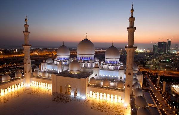 Gambar Masjid Sheikh Zayed Abu Dhabi Indah Malam Hari Bersinar