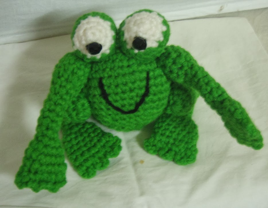 Free pattern for amigurumi crochet frog ~ Free Crochet Patterns