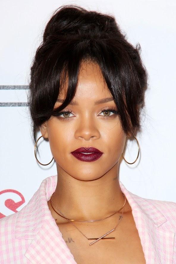 Las mujeres con frente grande,desean encontrar el peinado que mas se adecue a su tipo de rostro. El 2015 las embellece aún mas,existiendo varias ideas o