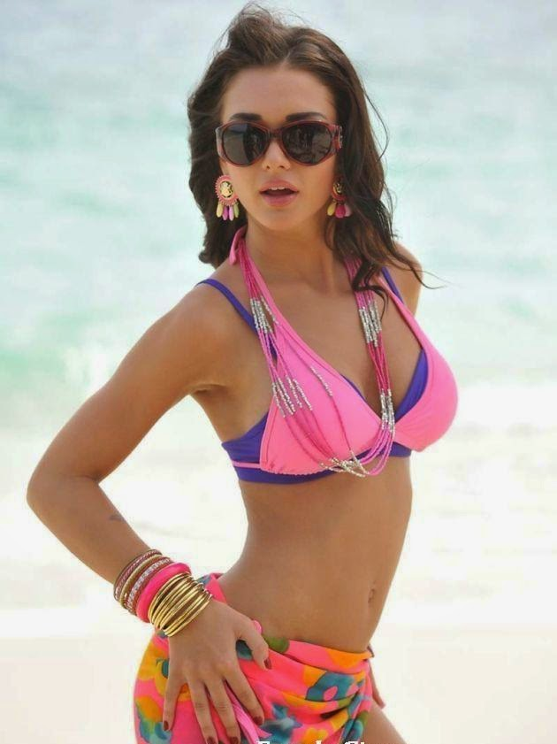 Amy Jackson : Amy Jackson's Sexy Unseen Hot Pics In Stockings and Bikini