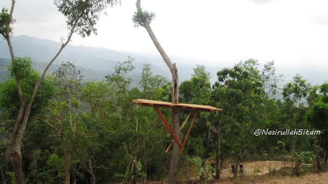 Gardu Pandang yang disediakan di Canting Mas Puncak Dipowono