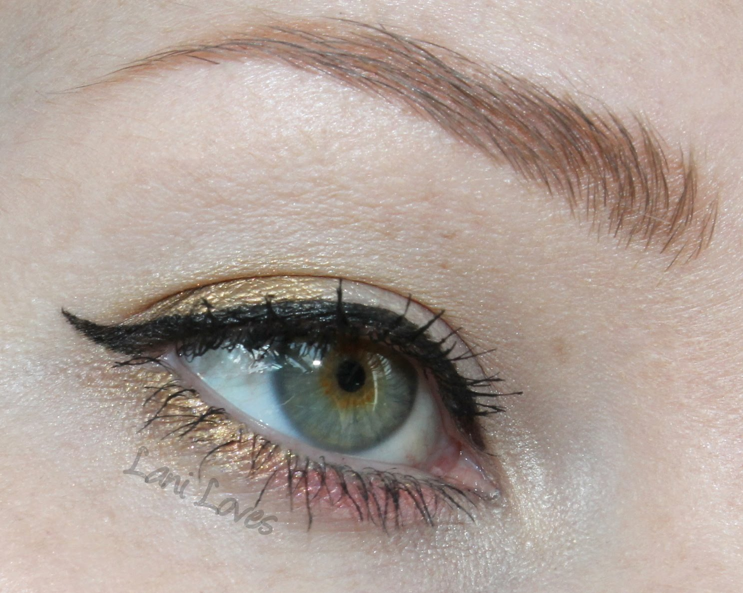 Femme Fatale Friday: Elitist Eyeshadow Swatches & Review