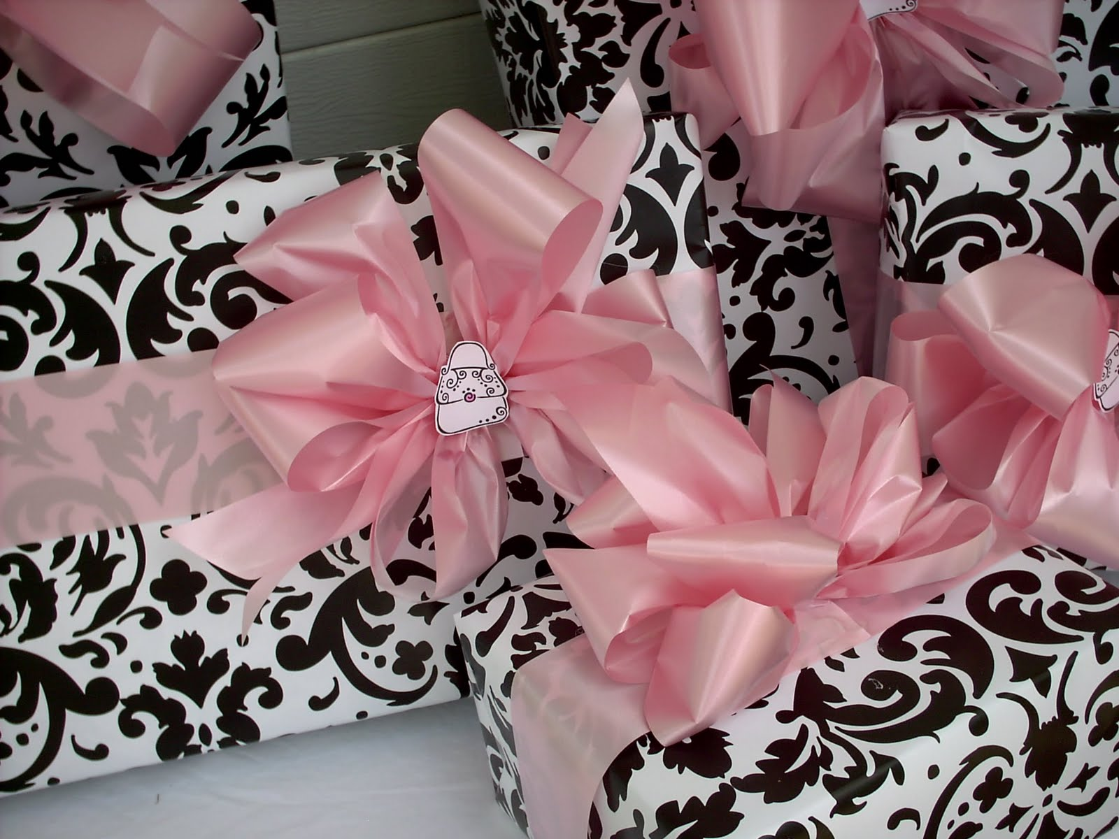 Mama Bear At Work: Purse theme, pink and damask 10th birthday party.