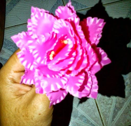 A Collection of Hand Crafted: cara membuat bunga dari kresek