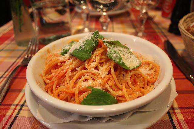 Spaghetti pomodoro at Trattoria Melo, Rome, Italy