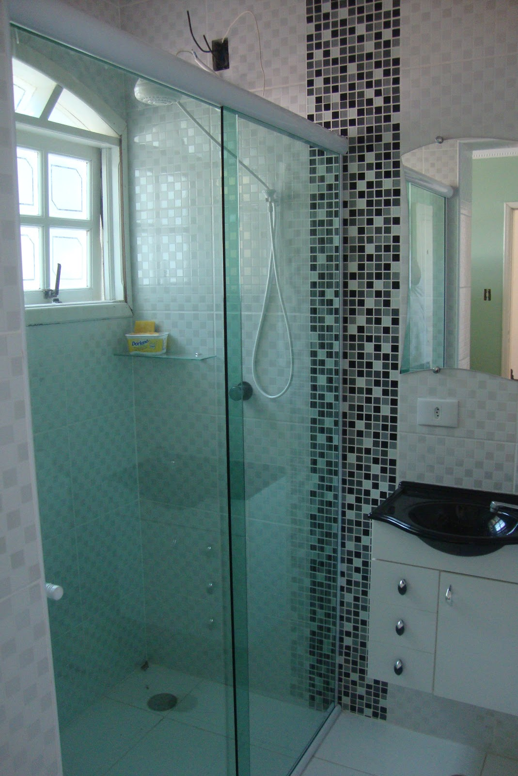 Vidraçaria Monter vidros: Box Frontal Vidro Verde kit Branco #4C7F7F 1069x1600 Banheiro Branco Com Box Verde