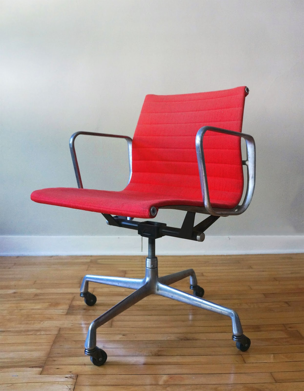 Str8mcm classic herman miller aluminum group task chair for Herman miller eames aluminum group management chair