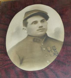 Portrait peint, réalisé après Guerre pour les parents d'Emilien