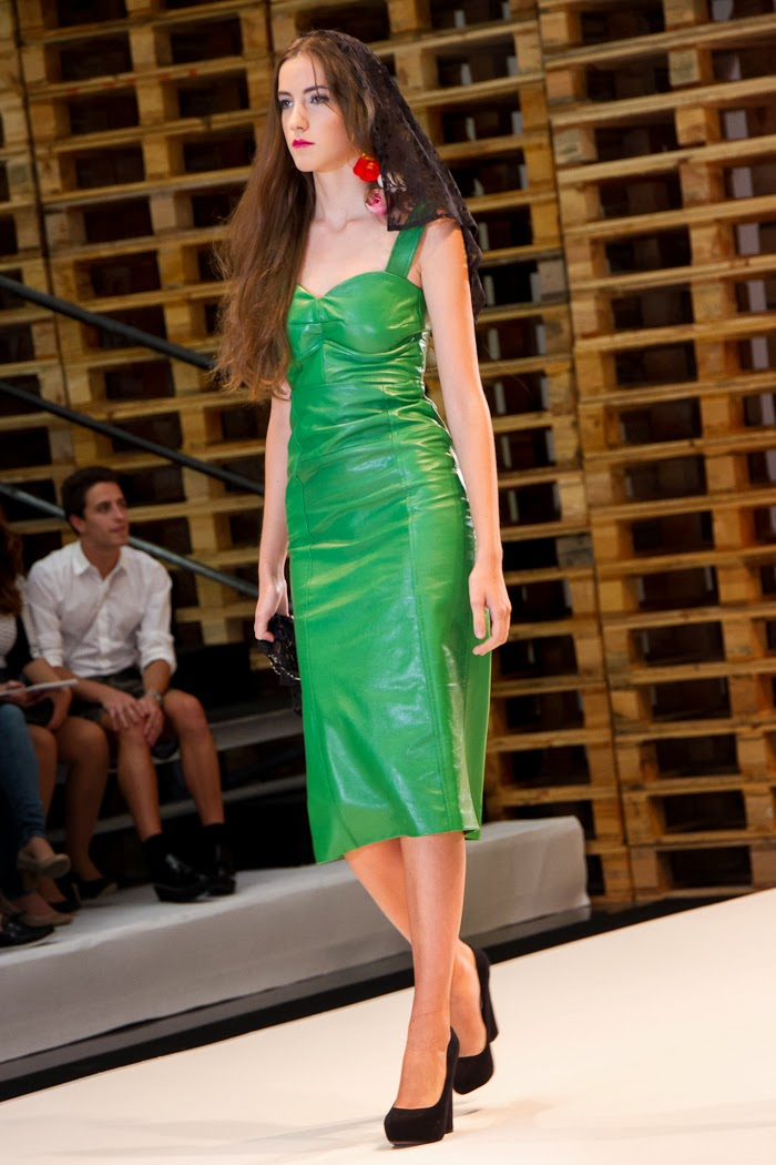 Desfile Sicilia SS2014 de VIRTUDES LANGA - Green Long Leather Dress