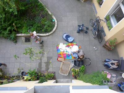 Draufsicht auf Hofgarten: Ein Spätsommertag in der Stadt