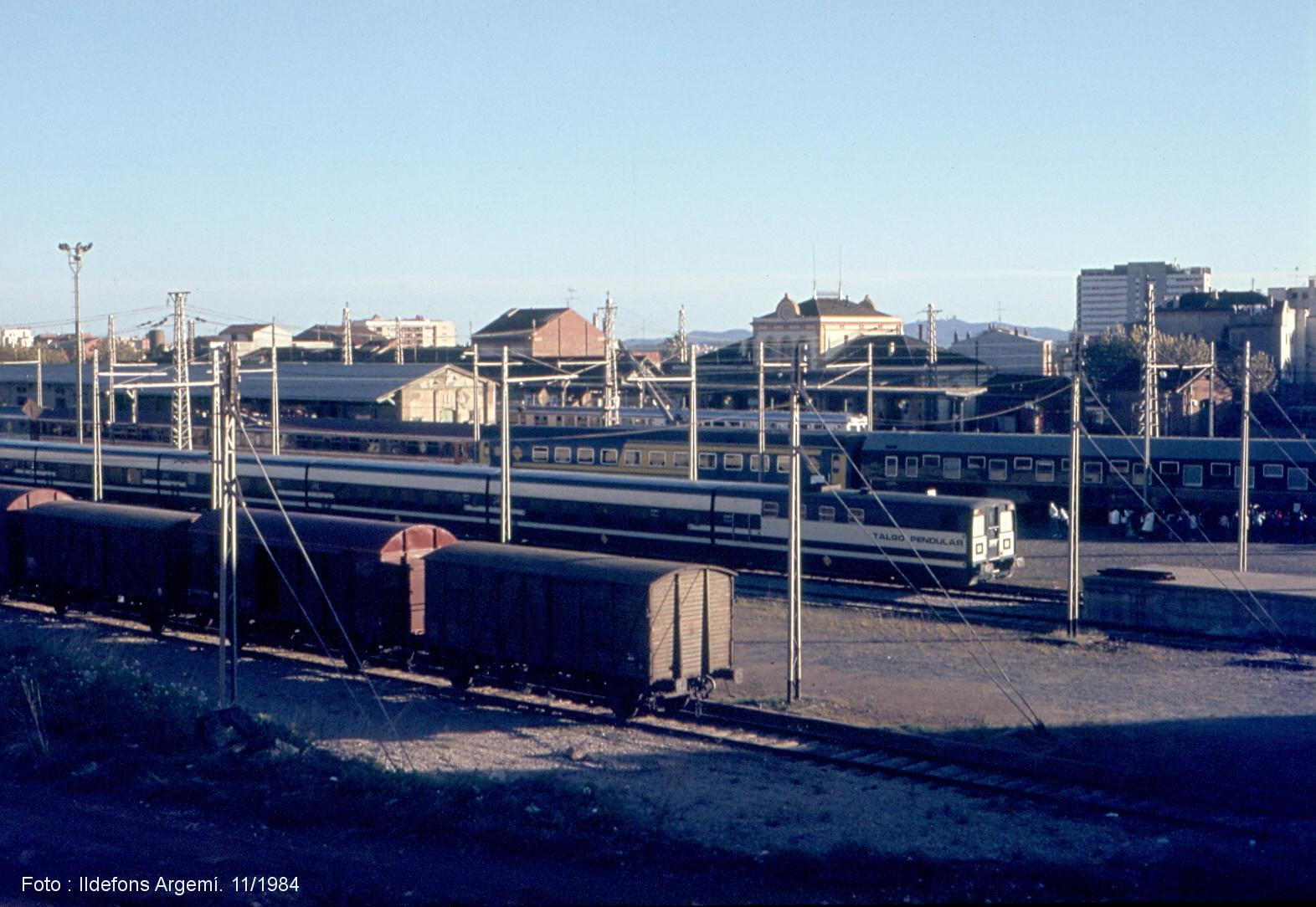 Una estació plena de trens