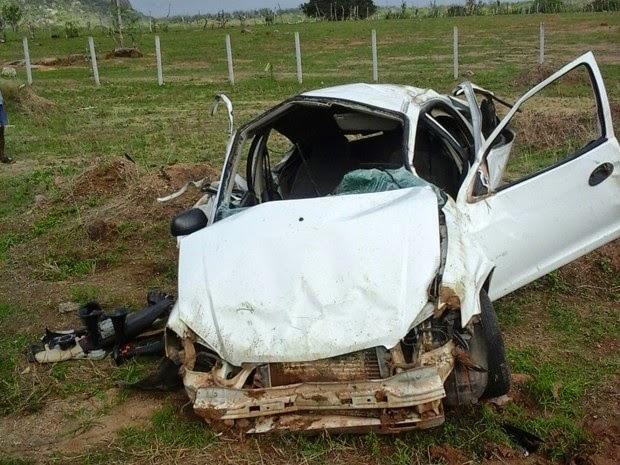 Capotamento aconteceu após condutor perder controle na curva da morte (Foto: Divulgação/Polícia Militar)