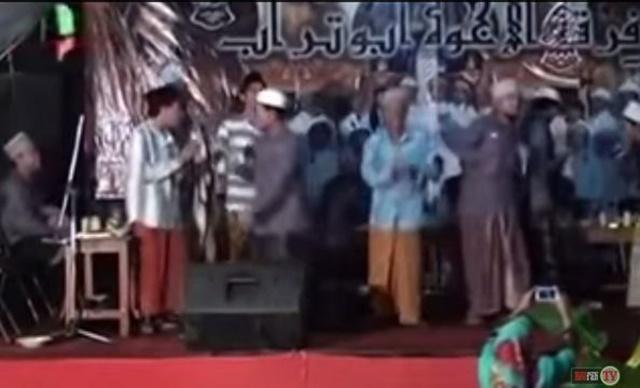 video selawat sambil berdangdut di indonesia