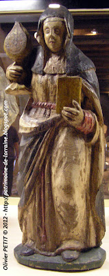 Statue de Sainte Claire en bois polychrome. Fin XVe -début XVIe siècle.