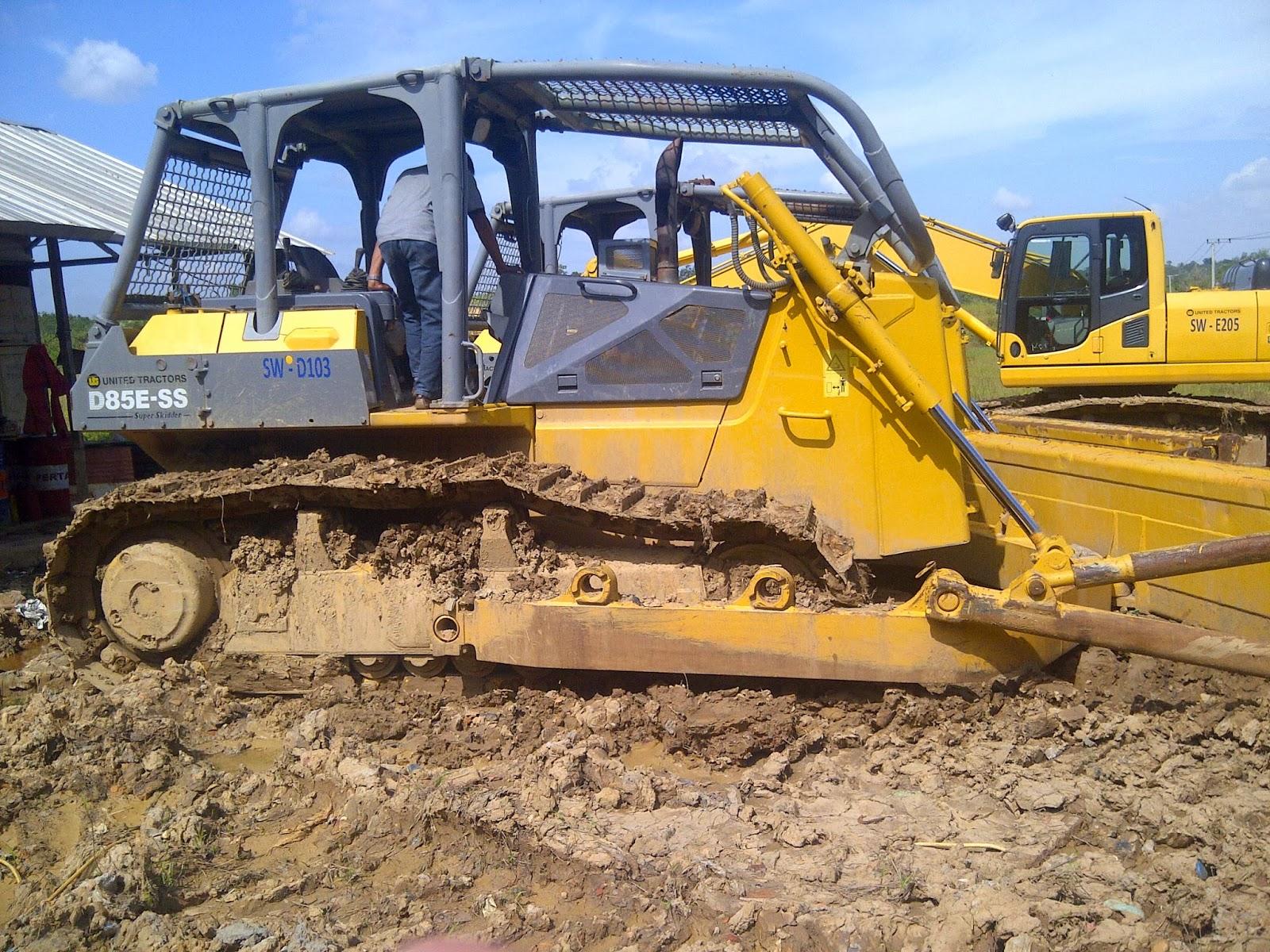 Dijual 2 unit bulldozer komatsu d85ess-2 tahun 2010, kondisi sehat dan siap kerja