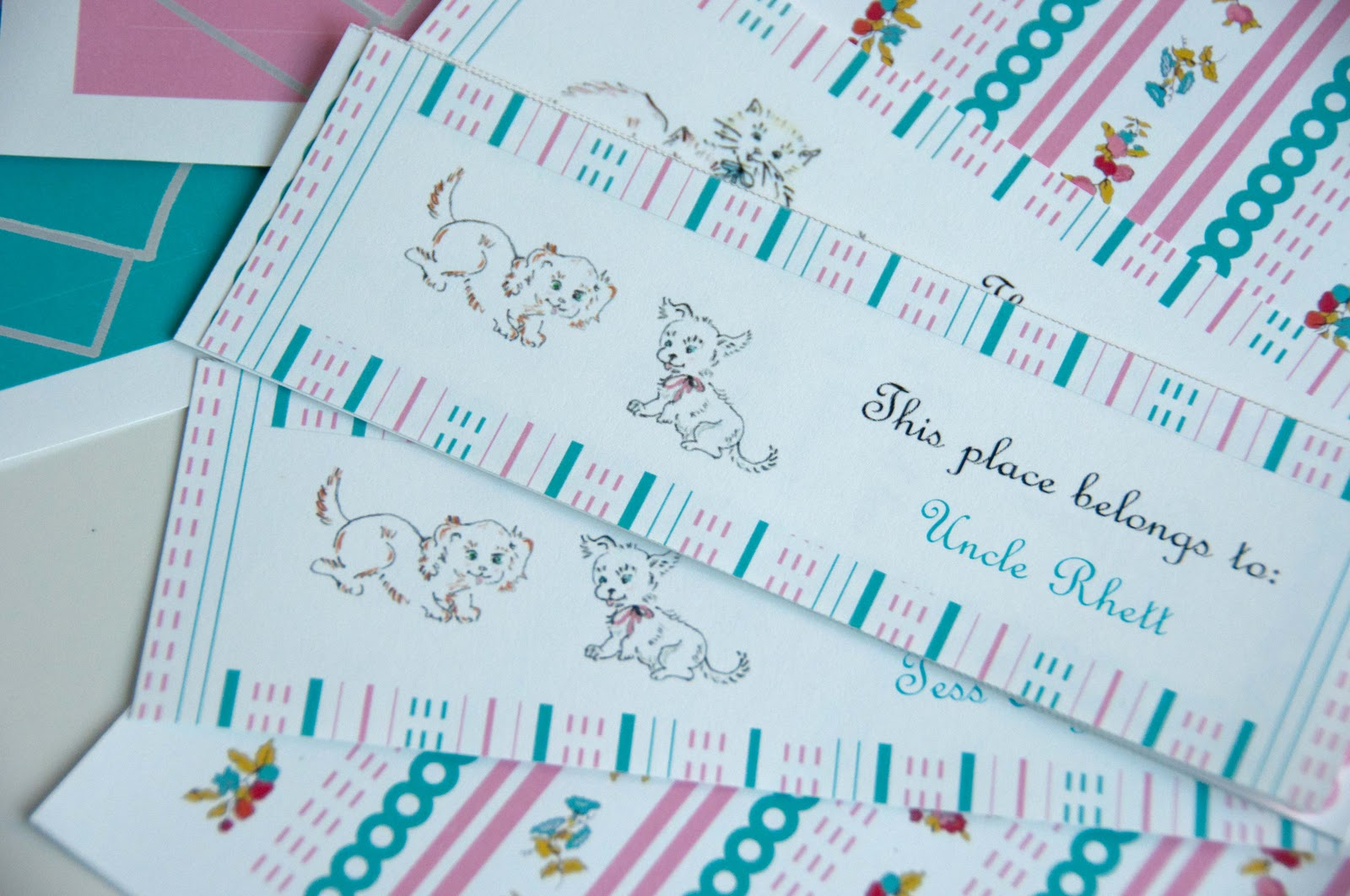 http://1.bp.blogspot.com/-fISIslBGq6Y/Tw-9tBBGkLI/AAAAAAAAJ4A/xArxVLewEOE/s1600/Vintage+Book+Birthday_scallop+wallpaper_Update+2012_DSC_0764.jpg