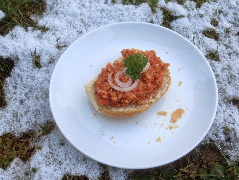 Reiswaffel-Tomaten-Zwiebel-Aufstrich (Veganes Mett)