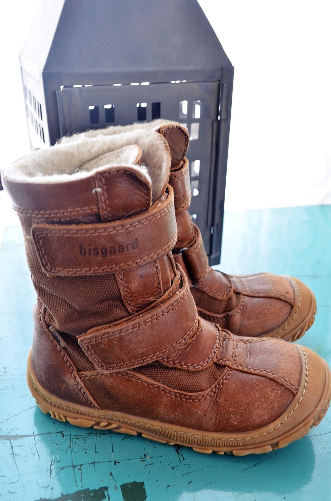 Panttonin Bisgaardin ruskeat Gore Tex kengät olivat hänen ainot talvikengät  tänä vuonna. Kengissä hän oli tarhassa b7d7f72815