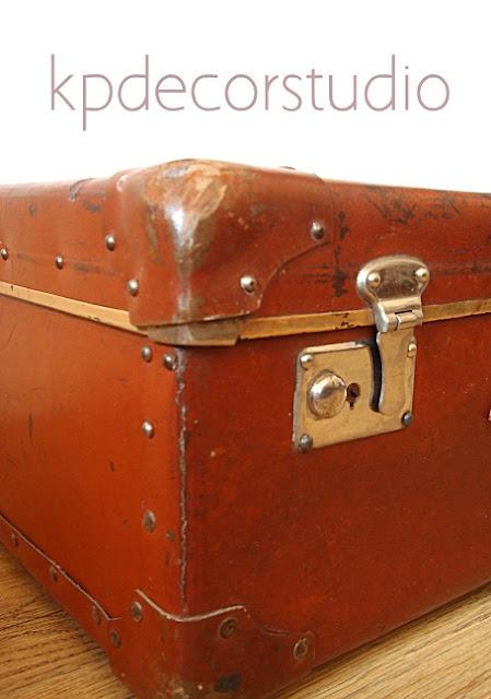Venta de maletas y equipaje vintage para productoras y decoradores