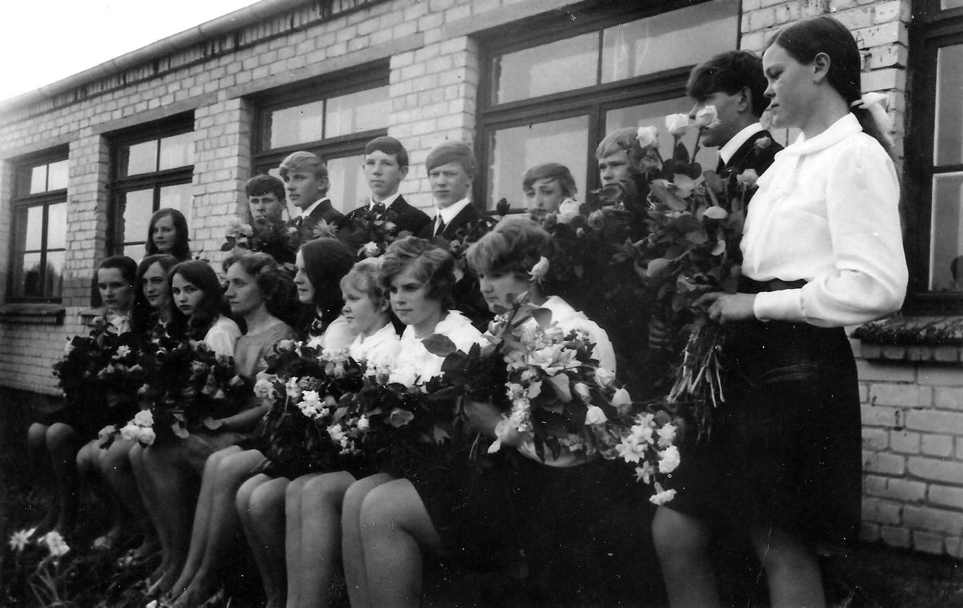 Skolotājas Arvīdas Miškas klases izlaidums 1970-tie gadi - 4