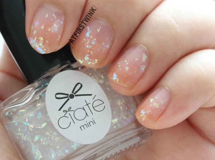 Ciaté Mini Mani Month 2013 calendar door 1 : PP146 - snow globe on bare nails