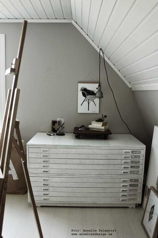 poster, posterhängare, prints, ateljé, arkivskåp, svart och vitt, svartvita tavlor, konsttryck stolar, stol, webbutik med inredning, på väggen, webbutiker med tavlor,