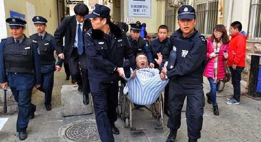 Pesakit diheret keluar setelah menginap di hospital selama 3 tahun
