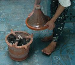 Cuisson du tajin au canoun au Maroc