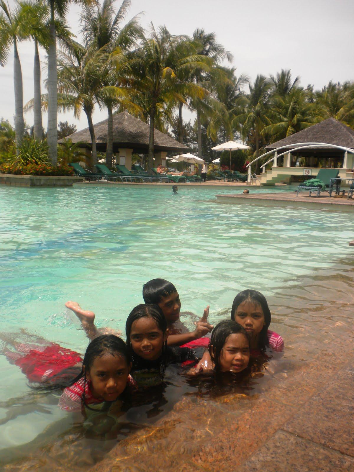 Sindir sindir sayang the children enjoy swimming pool at - Centrepoint hotel brunei swimming pool ...