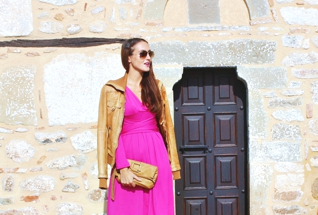 Girly & Cool outfit,Fuchsia dress & Leather jacket.Fall outfits.Jesenja moda.Fuchsia dress.Bershka brown leather jacket.Ray Ban Aviator brown sunglasses.Boom snakeskin sandals.